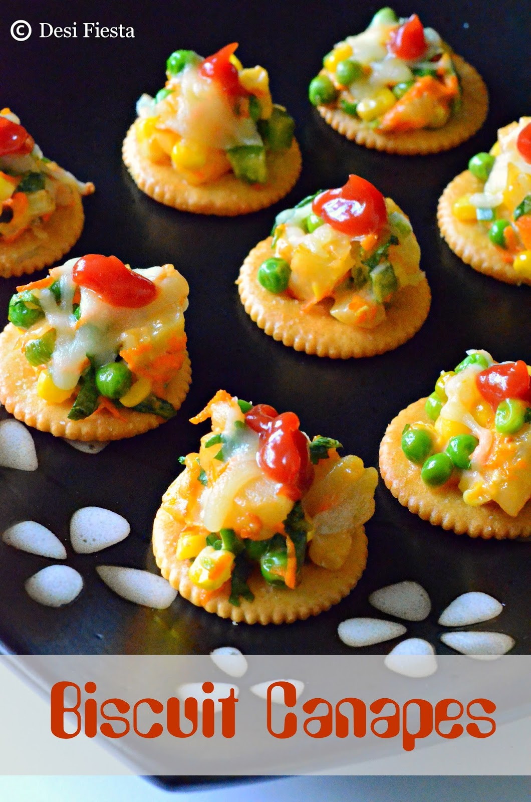 Biscuit canapes with vegetable topping monaco canapes for Decoration canape
